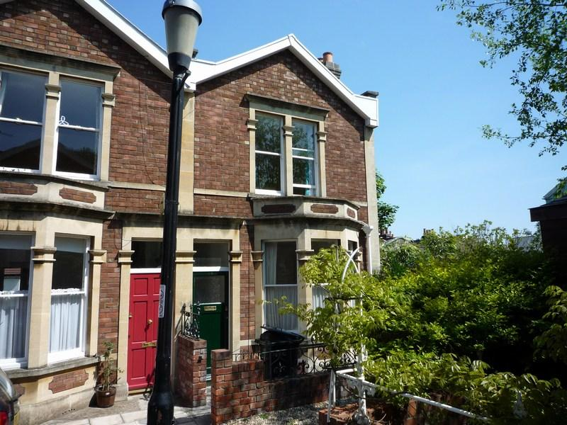 3 Double Bedroom Flat suitable for professionals in Clifton, Bristol